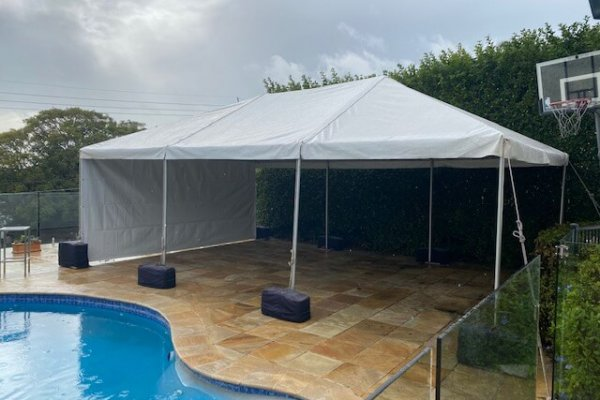 outdoor-white-marquee